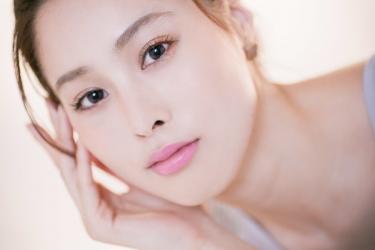 須美里是個高個子的日籍時尚模特兒,這是她的面部照片,她的身高是174厘米,身材高挑,她的身材十分俏麗。