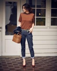 日本時尚模特兒,名字叫做『須美里』,她的身高是174厘米,身材高挑,她穿著『牛仔褲・棕色襯衫』,她的身高是174厘米,身材高挑,她的身材十分俏麗。