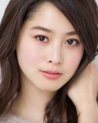 須美里是個高個子的日籍服裝模特兒,這是她的面部照片,她的身高是174厘米,身材高挑,她的身材十分俏麗。