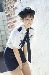 日本漂亮可愛『寫真偶像・女演員・電視藝人』穿著女警服裝,她的名字叫做『彩梨杏』。